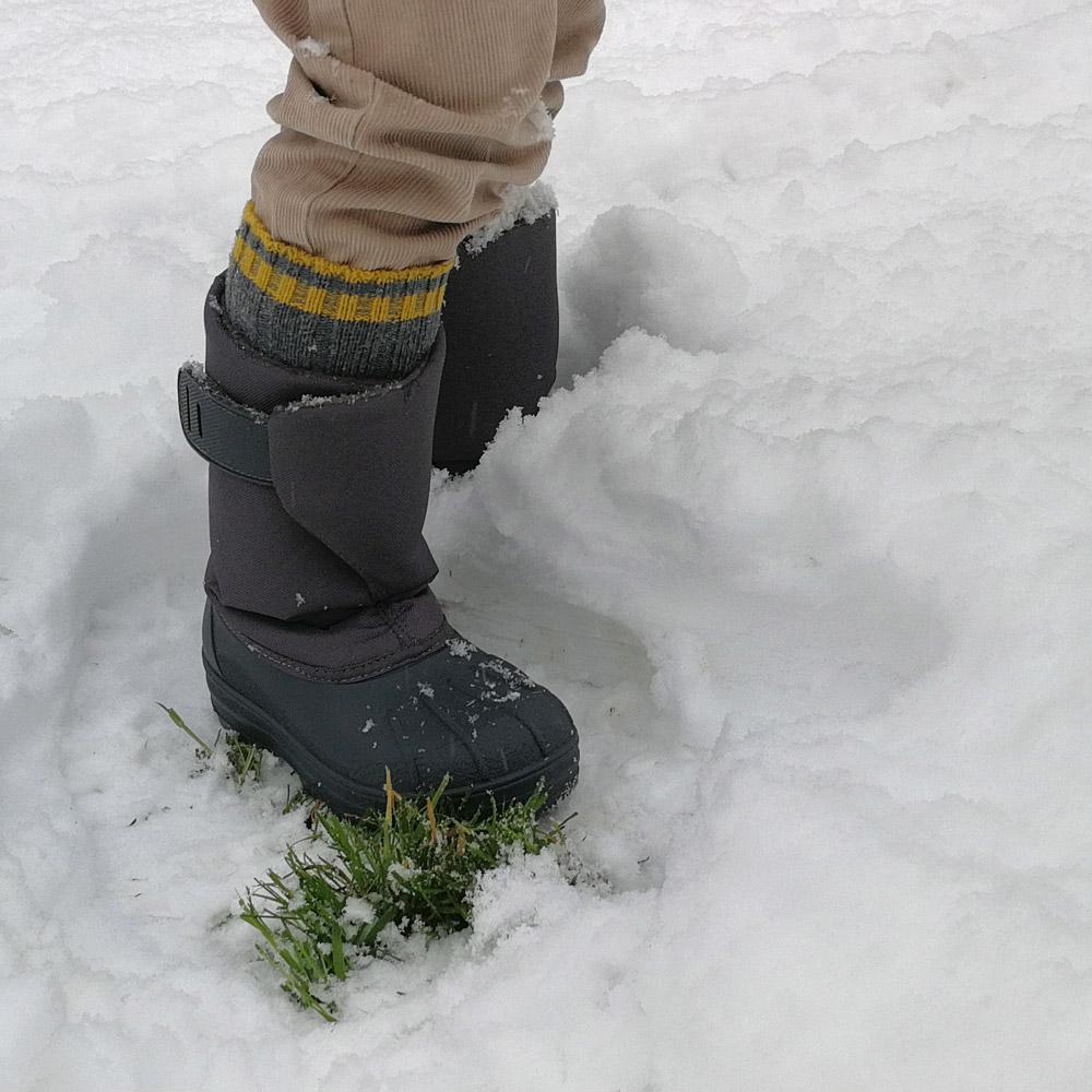 https://www.minishoes.es/78-botas-nieve-nina